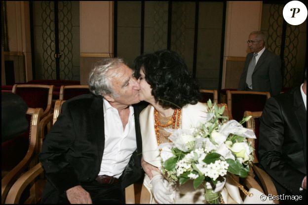Marie-José Nat et Serge Rezvani le 30 septembre 2005 lors de leur mariage célébré à la mairie du 5e arrondissement de Paris par Jean Tibéri.