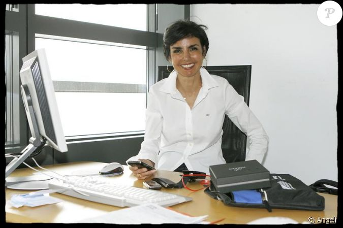 rachida dati dans son bureau au parlement europ en de strasbourg le 13 juillet 2009. Black Bedroom Furniture Sets. Home Design Ideas