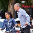 Exclusif - Le musicien Flea et sa compagne Melody Eshani se baladent en vélo dans les rues de New York, le 5 aout 2019.