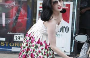 Dita Von Teese : une pin-up glamour et sexy jusqu'au bout des ongles... dans toutes les situations !