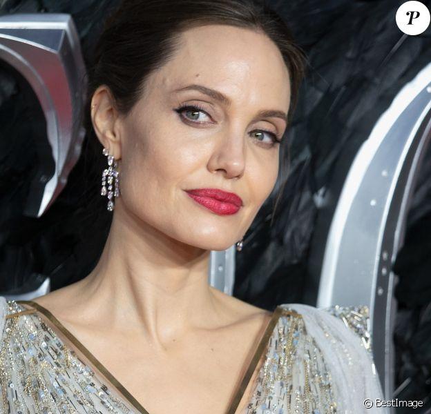 """Angelina Jolie à la première du film """"Maléfique : Le Pouvoir du mal"""" à l'Imax Odeon de Londres, le 9 octobre 2019."""