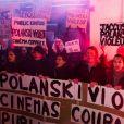 """Des manifestants réunis devant le cinéma Champo à Paris, le 12 novembre 2019. Ils se sont opposés à l'avant-première de """"J'accuse"""", le nouveau film de Roman Polanski, récemment accusé d'agression sexuelle par la Française Valentine Monnier."""