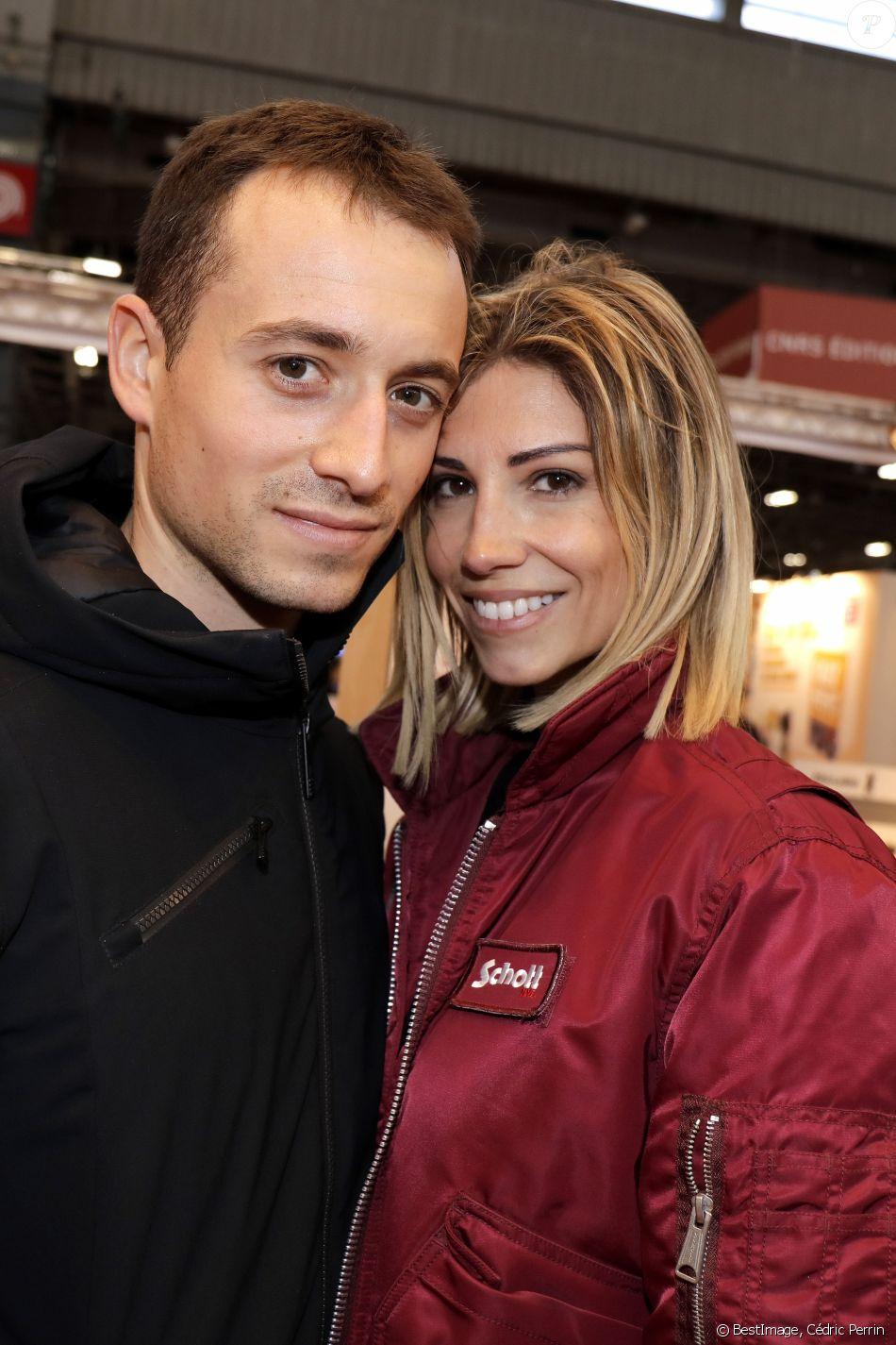Hugo Clément et sa compagne Alexandra Rosenfeld (Miss France 2006) - Salon du livre de Paris le 16 mars 2019. © Cédric Perrin/Bestimage