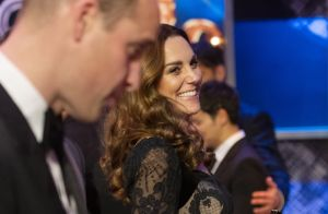 Kate Middleton divine avec William au gala Royal Variety, leurs enfants frustrés