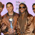 Le groupe B2K (Lil Fizz et Omarion sont au milieu) aux Billboard Music Awards 2002. Las Vegas, décembre 2002.