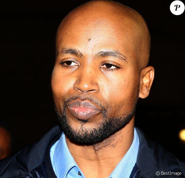 Le rappeur Rohff quitte le tribunal après l'annonce du verdict : 5 ans de prison pour violences dans une boutique de son rival Booba. Le 27 octobre 2017.