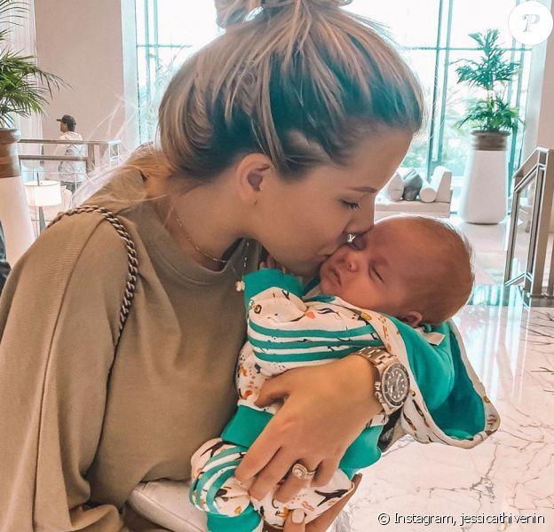 Jessica Thivenin avec son fils Maylone dans les bras, le 24 novembre 2019, sur Instagram