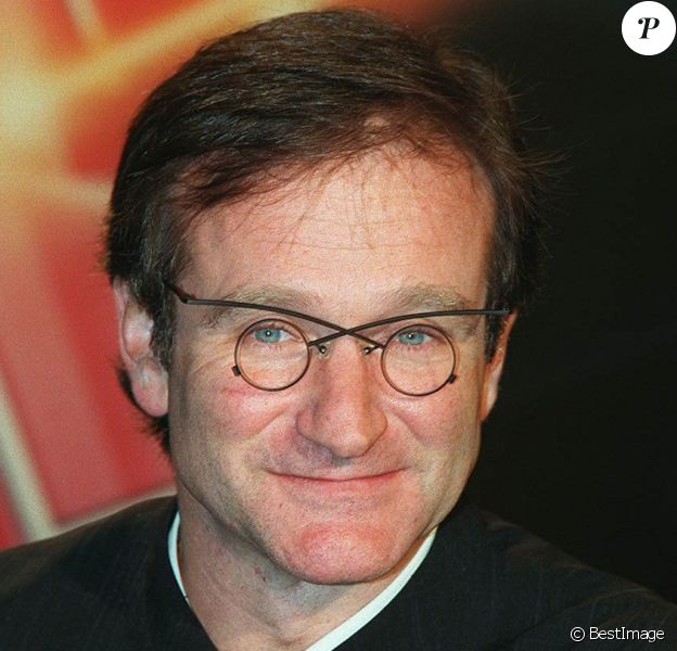 """Robin Williams (Alan Parrish, dans """"Jumanji"""") à Paris pour la promotion du film """"Jumanji"""" au journal télé de TF1. Le 15 février 1996."""