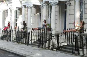Victoria Beckham : la reine de la mode se balance avec classe... C'est superbe !