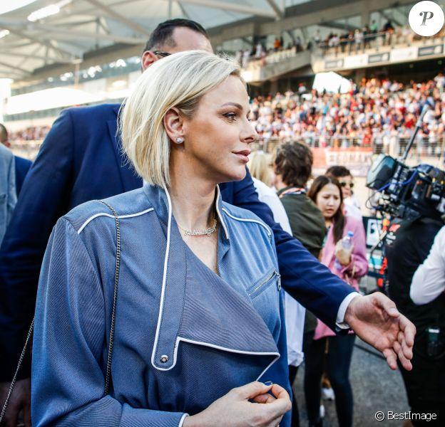 La princesse Charlène de Monaco assiste au Grand Prix de Formule 1 à Abu Dhabi sur le circuit Yas Marina, le 1er décembre 2019.