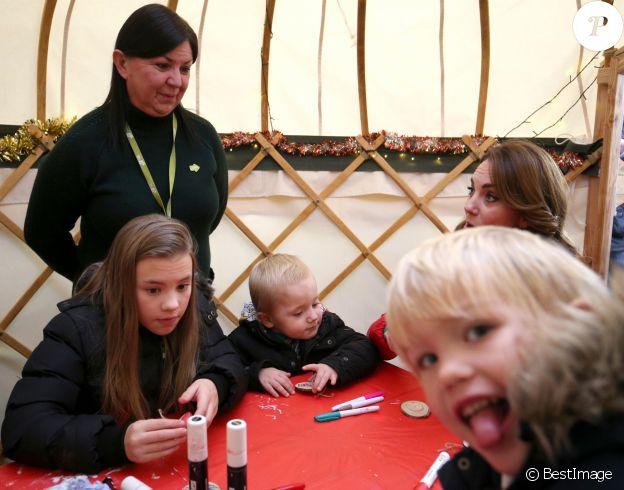 """Kate Middleton a participé aux activités caritatives de Noël avec les familles et les enfants lors de sa visite à la """"Peterley Manor Farm"""" à Buckinghamshire. Le 4 décembre 2019"""