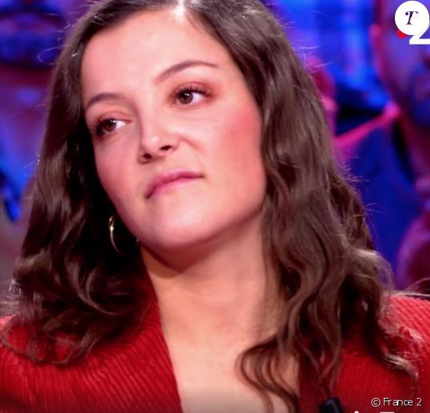 """Camille Lellouche dans l'émission """"Ça ne sortira pas d'ici"""", présentée par Michel Cymes sur France 2. Le 5 décembre 2019."""