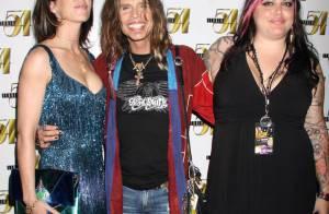 Steven Tyler : Folle fin de soirée avec sa jeune compagne et sa fille ! Il était déchaîné, regardez !