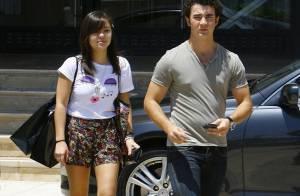 Kevin Jonas : fiancé... mais il fait du shopping avec une autre fille ! Aïe !