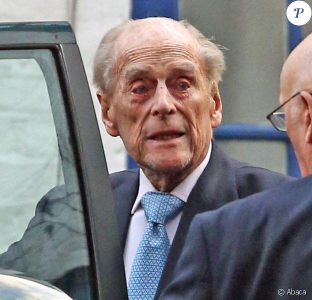 Le prince Philip, duc d'Edimbourg, mari de la reine Elizabeth II, a quitté l'hôpital King Edward VII au matin du 24 décembre à Londres, quatre jours après y avoir été admis et à temps pour rejoindre sa famille à Sandringham pour Noël.
