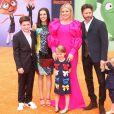 Kelly Clarkson, son mari Brandon Blackstock, ses deux enfants à lui (à gauche) et leurs deux enfants River et Remy à Los Angeles. Le 28 avril 2019.