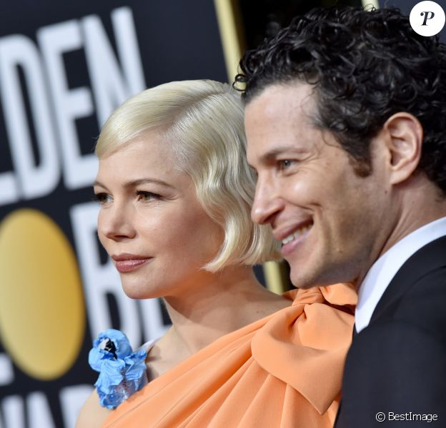 Michelle Williams enceinte et son fiancé Thomas Kail - Photocall de la 77e cérémonie annuelle des Golden Globe Awards au Beverly Hilton Hotel à Los Angeles, le 5 janvier 2020.