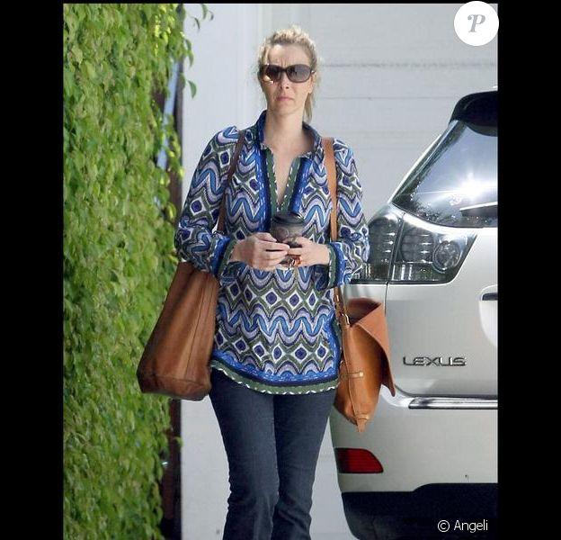 Lisa Kudrow dans les rues de Los Angeles avec un look... à revoir !