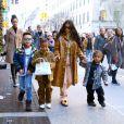 Kim Kardashian, ses enfants North et Saint, et le fils de Consequence, Caiden, se baladent à New York. Le 22 décembre 2019.