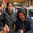 Exclusif - Joaquin Phoenix essaie de passer incognito à son arrivée à l'aéroport de Washington, le 10 janvier 2020.