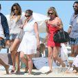 Kate Moss et ses copains au Club 55 à St Tropez, le 4/08/09