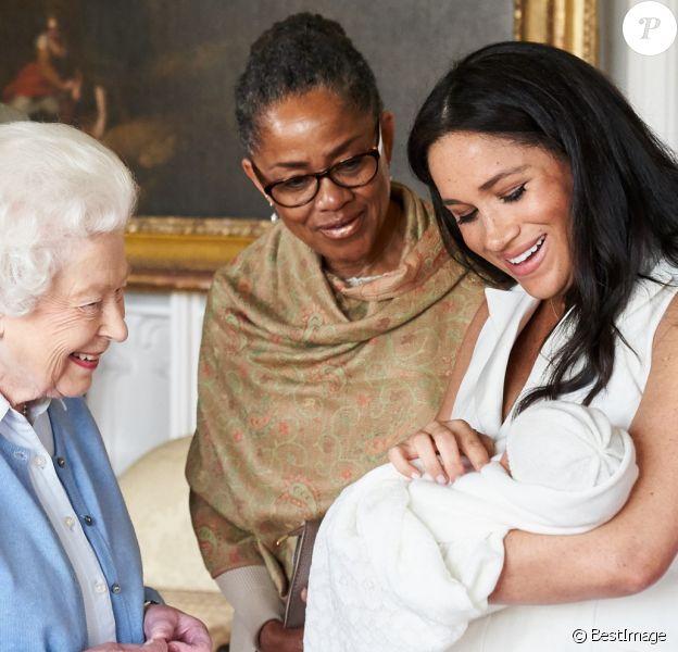 Le prince Philip, duc d'Edimbourg, la reine Elisabeth II d'Angleterre, la mère de Meghan Doria Ragland, le prince Harry, duc de Sussex, Meghan Markle, duchesse de Sussex, et leur fils Archie Harrison Mountbatten-Windsor. Windsor, le 7 mai 2019.