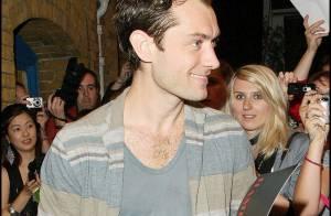 Jude Law : bientôt papa par accident, il devrait éviter tout contact avec les femmes !!