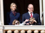 Charlene de Monaco : Nouveau look façon hôtesse de l'air avec les jumeaux
