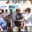 Jacques Chirac, un Tropézien plus vrai que nature, qui se promène avec Levon Sayan et ne refuse jamais une photo souvenir ni une poignée de mains !