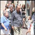 Jacques Chirac, un Tropézien plus vrai que nature, qui se promène avec Levon Sayan et ne refuse jamais une photo souvenir !