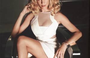 Uma Thurman nous fait un remake glamour du jeu de jambes de Sharon Stone dans Basic Instinct...