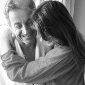 Carla Bruni-Sarkozy : Tendre câlin avec Nicolas pour fêter son anniversaire