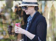 Devinez quelle star hollywoodienne se cache sous ce chapeau de grand-mère !