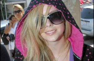 Avril Lavigne : pourquoi la ravissante Canadienne persiste et signe dans le look d'adolescente attardée ?