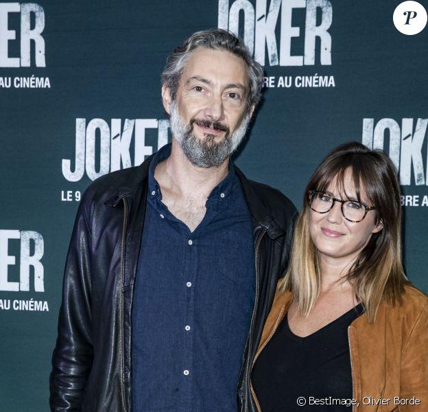 """Vincent Desagnat et sa compagne Mathilde - Avant-première du film """"Joker"""" au cinéma UGC Normandie à Paris, le 23 septembre 2019. © Olivier Borde/Bestimage"""