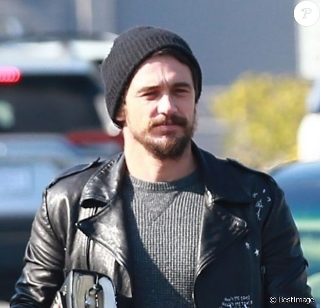 Exclusif - James Franco fait du shopping avec un ami dans les rues de The Grove à Los Angeles, le 13 décembre 2019