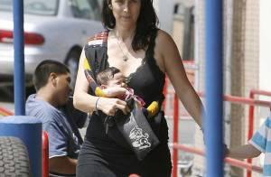 Carrie-Anne Moss : elle s'occupe seule de ses trois fils ! Une vraie mère courage !