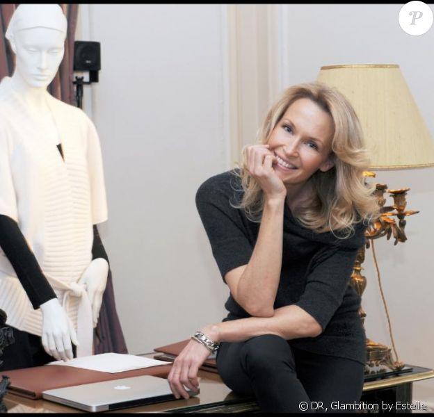 Estelle Lefébure pose pour sa marque Glambition
