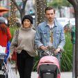 Hilary Duff est allée faire du shopping avec son compagnon Matthew Koma et sa fille Banks dans le quarter de Beverly Hills à Los Angeles, le 30 novembre 2019