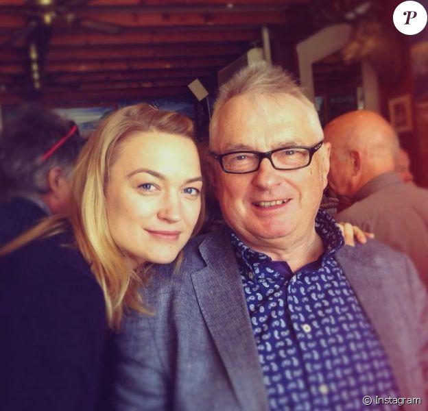 Sophia Myles et son père en août 2017.