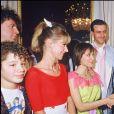 Jacky, Dorothée et Ariane rencontrent François Mitterrand à Paris. Le 19 décembre 1985.