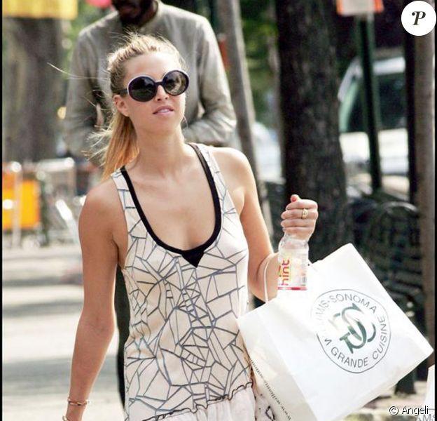 Whitney Port en pleine séance shopping dans les rues de New-York le 18 août 2009.