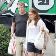 Ryan O'Neal et sa mystérieuse amie à Los Angeles en séance shopping le 9 juin à Los Angeles