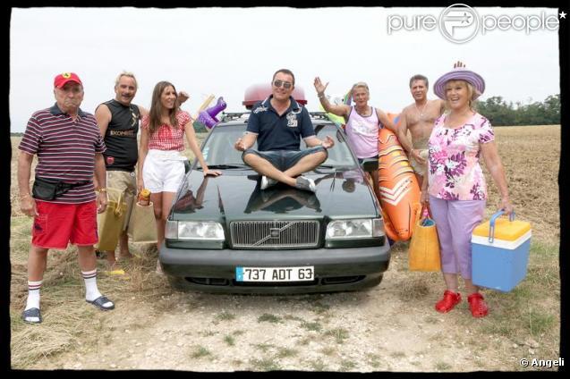 Claude Brasseur, Antoine Duléry, Mathilde Seigner, Fabien Onteniente, Franck Dubosc, Laurent Olmedo et Mylène Demongeot posent pour Camping 2