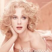 Scarlett Johansson opte pour le nude avec Dolce & Gabbana...