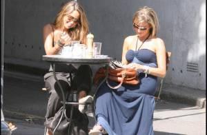La chipie Rachel Stevens, tout juste mariée, aime regarder les hommes passer à la terrasse des cafés !