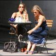 Rachel Stevens, jeune mariée, déjeune avec une amie à Londres. 23/08/09