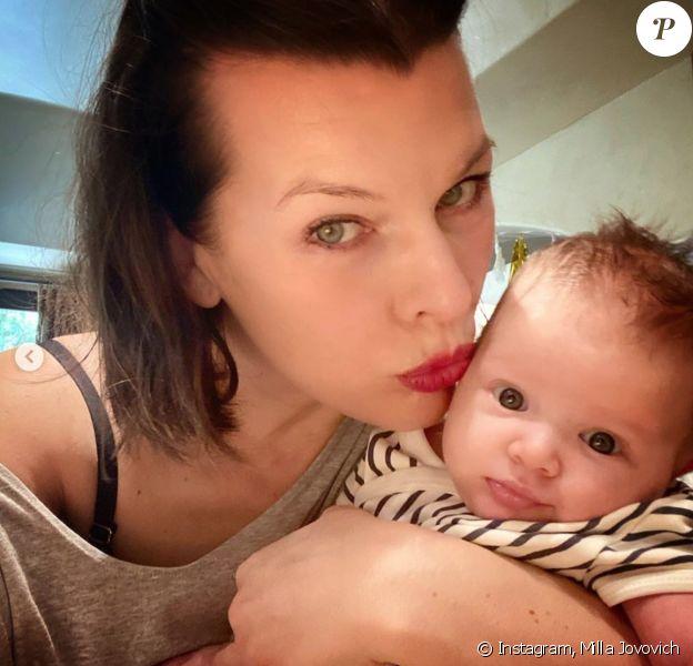 Milla Jovovich et sa fille Osian. Avril 2020.
