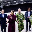 La princesse Victoria de Suède et le prince Daniel visitent l'hôpital de campagne installé au parc des expositions de Stockholm lors de l'épidémie de coronavirus (COVID-19) le 26 mars 2020.