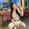 Maeva Ghennam pose avec son chien Hermès, sur Instagram, le 21 mars 2020